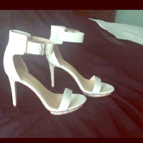 daf8552474fe Calvin Klein Vivian heel sandal white size 6.5 EUC