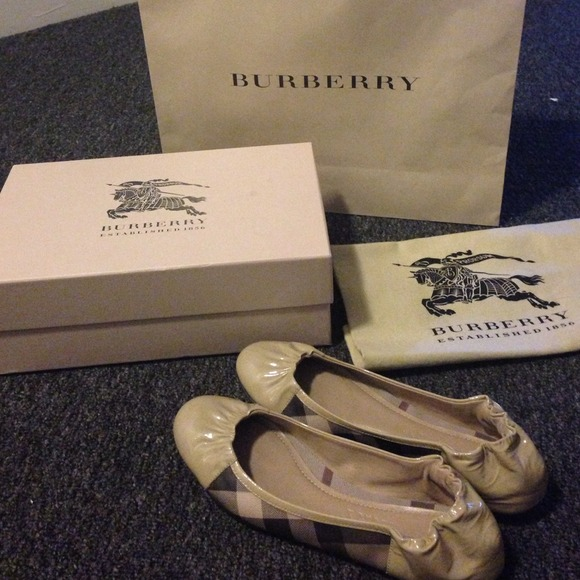 b4a9208c354 Flash sale! New Burberry Flats!!! Authentic 100%