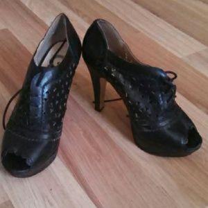 Guess black peep-toe heels