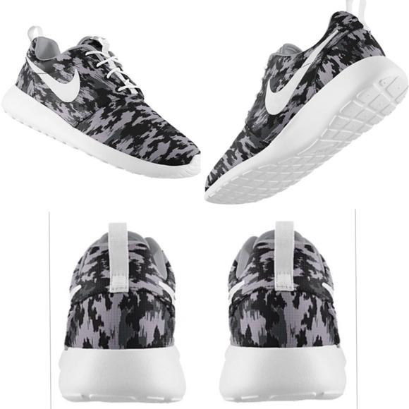 designer fashion 4ea35 fdf4a Brand new Nike Roshe Runs - camo