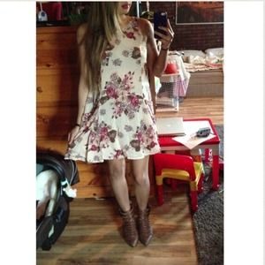 Brandy Melville Dresses - SOLD! HOST PICK X2 Brandy Melville Floral Dress 4