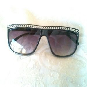 Chain Framed Black Sunglasses