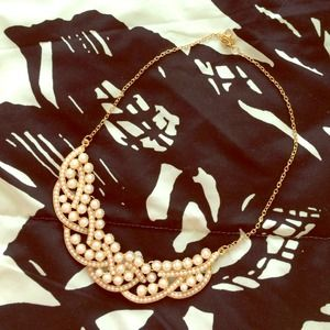 Pearl collar/bib necklace