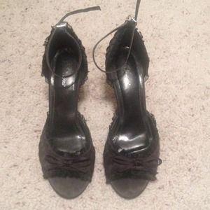 Black ruffled heels size 8!