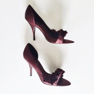 Karen Millen Shoes - HP 4/18 💖 Karen Millen Satin Ruffle Heels