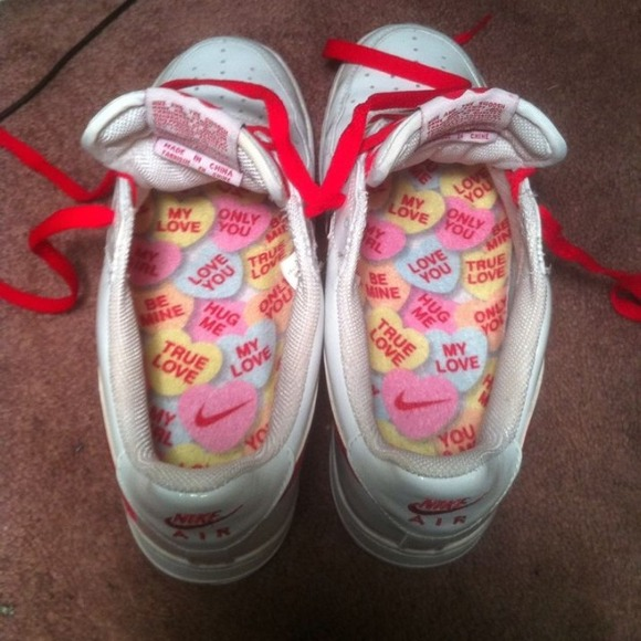 buy popular 354f1 de448 ... Nike Shoes - 2004 Nike Air Force 1 Low Valentines Day ...
