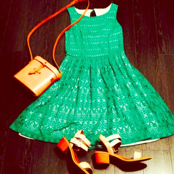 Anthropologie Dresses & Skirts - Anthropologie green eyelet dress