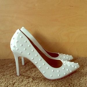 Shoes - Spike pointed toe white pumps