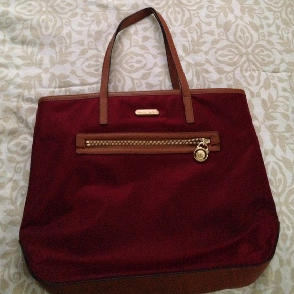 b97ddc6cdb6627 Michael Kors Bags | A Gorgeous Burgundy Michaels Kors Bag | Poshmark