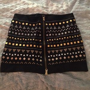 Dolce Vita zipper skirt w/ appliqué