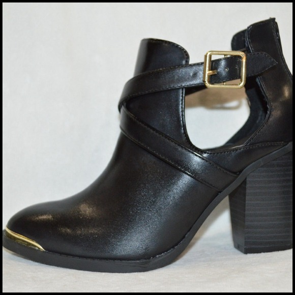 63 off rock republic shoes hp rock republic black chop out ankle boot from geraldine 39 s. Black Bedroom Furniture Sets. Home Design Ideas