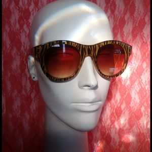 Quay Accessories - THE ANIMAL IN ME SUNNIES