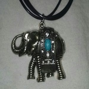 Accessories - Elephant pendant necklace