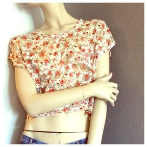 🚫 SOLD💞 Forever 21 high Low Lace Floral Top 💞