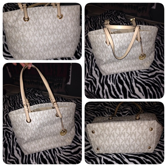 17c614b4d8f0 Authentic MK vanilla color purse. Michael Kors. M_539740d63ddfd459ae32b903.  M_53967c01d13a07057b01d2d1. M_53967c05a652b1057601d960