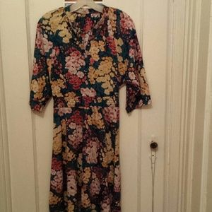 Dresses & Skirts - Beautiful vintage style Floral dress