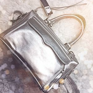 Rebecca Minkoff Handbags - 🎉FINAL PRICE Rebecca Minkoff Silver Metallic Bag