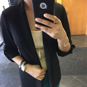 Vince Camuto Jewelry - Vince Camuto Black & Gold Pendant Necklace!