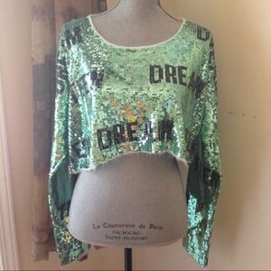 Wildfox Sweaters - NWOT Wildfox Teen Dream crop sweater