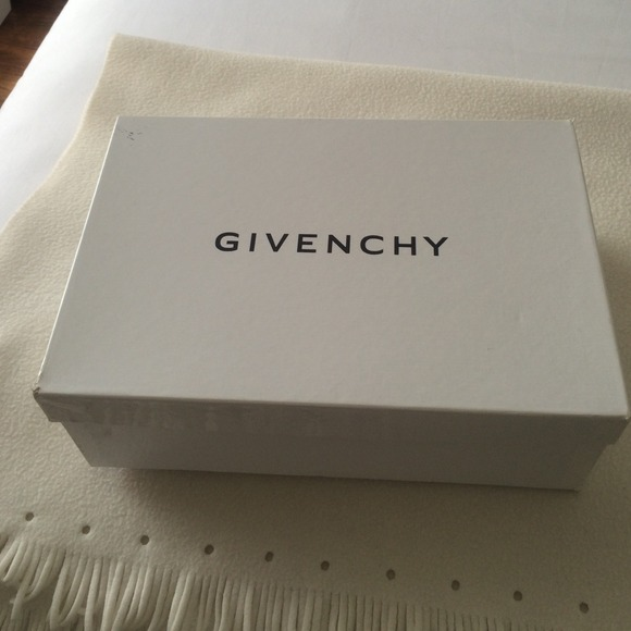 33 off givenchy shoes for sale givenchy shoe box empty from shlz 39 s closet on poshmark. Black Bedroom Furniture Sets. Home Design Ideas