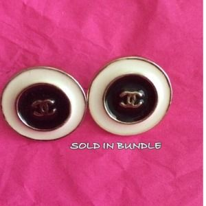 Jewelry - Button style vintage earrings