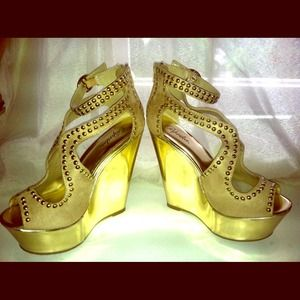 BRAND NEW IN BOX STUDDED WEDGED HEELS SIZE 8.5