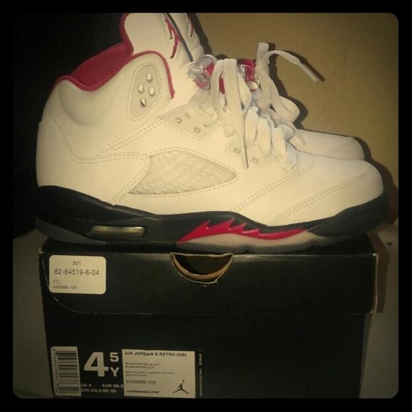 REDUCE Air Jordan 5 Retro (Gs) Size 4.5 /6 women NWT