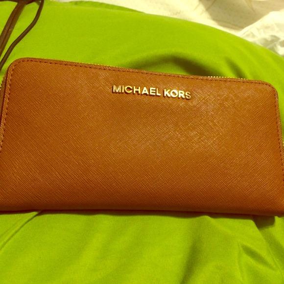 Michael Kors Handbags - 🎁traded🎁Michael kors luggage continental wallet