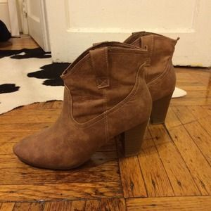 Old Navy Shoes - Old navy tan booties