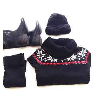 Dresses & Skirts - 🔴Sold🔴Black Fitted Sweater Dress