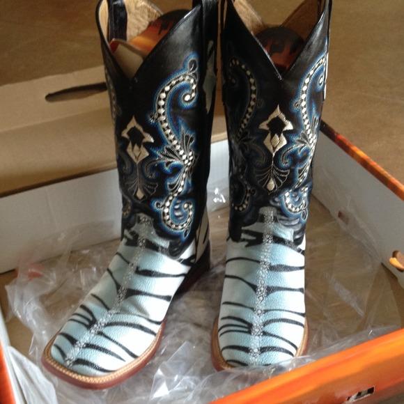 0e132b14668 ❌SOLD‼️Zebra stingray Ferrini boots NWT