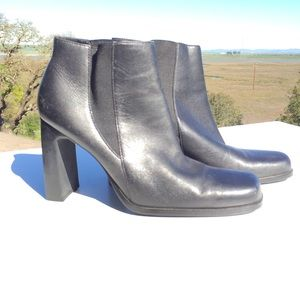 White Mountain Black Quick Ankle Boots 7