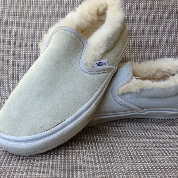 cfa02718d34658 VANS fur lined suede slip on sneaker. M 53a1f168de4f284b260955be