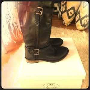 Black leather Steve Madden boots