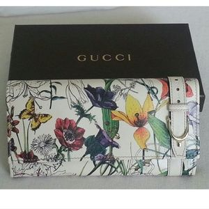 ⭐HP⭐ GUCCI  leather wallet white floral lavender
