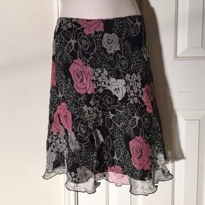 Hillard and Hanson Dresses & Skirts - 🚨 Pretty feminine skirt.