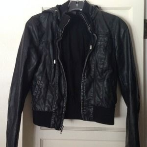 Outerwear - Black leather jacket