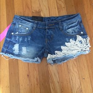 NEW crochet pearl lace denim shorts