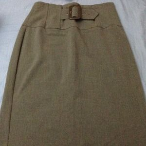 New skirt  cache size 4 no tag never worn