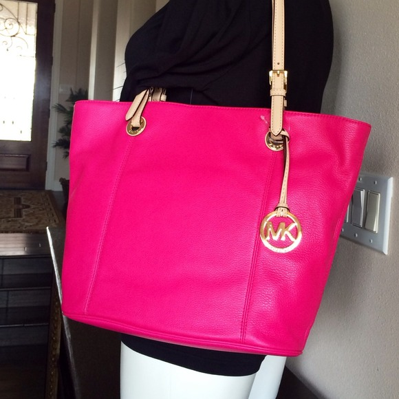 ae4766eaaa18 hot pink michael kors bag
