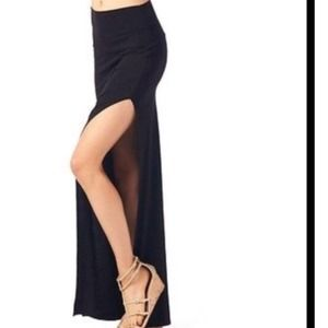 Dresses & Skirts - GORGEOUS SIDE SLIT MAXI!❤️