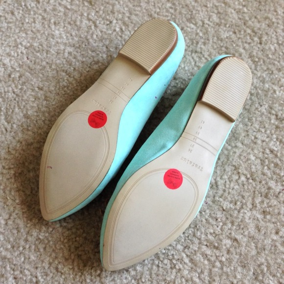 Zara Shoes - Zara Mint Bow Flats