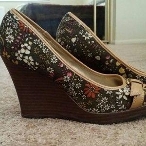 Shoes - Cute floral wedges