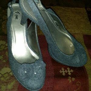 Shoes - Cute Grey heels