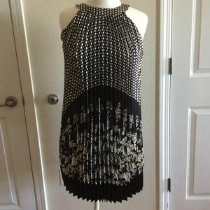 Beautiful dress! Polka dot it. Black and white