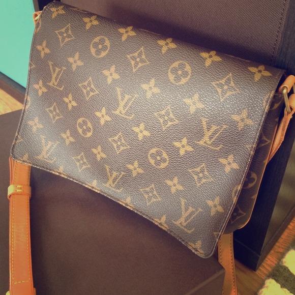 3c501a71f6c7 Louis Vuitton Handbags - Authentic Louis Vuitton Tango Longue