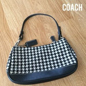 ⭐️️SALE⭐️ Authentic Coach Pochette, Houndstooth