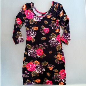 H&M Dresses & Skirts - Floral bodycon dress