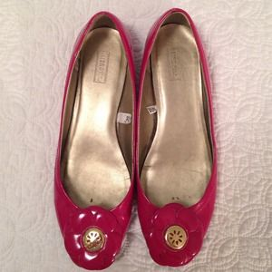 Shoes - Pink patent flower flats