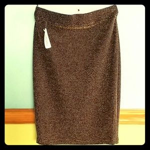 Reduced!! Nwt Black and gold forever 21 skirt